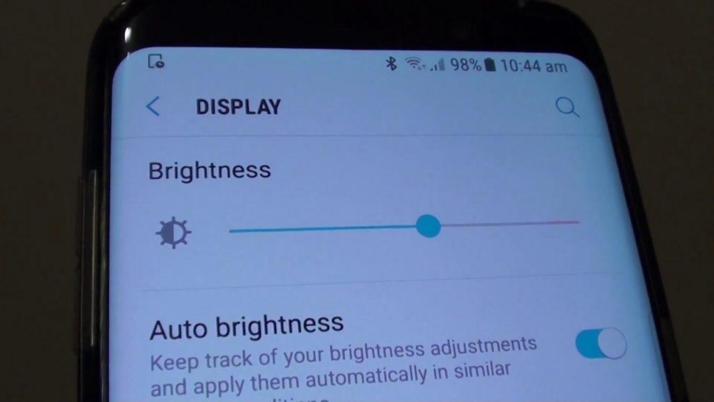 افزایش عمر باتری گوشی با کاهش نور نمایشگر