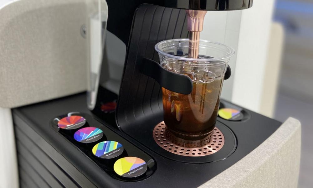 تصویر قهوه ساز درون کابین مفهومی IONIQ