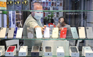 عرضه موبایل بیشتر از تقاضا شد/ تاثیر افزایش حقوق ورودی موبایل بالای ۶۰۰ دلار تا ۲ ماه دیگر