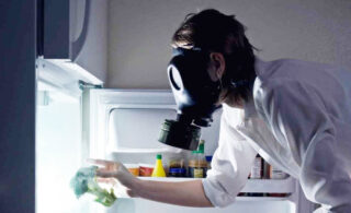 ساده ترین روشهای از بین بردن بوی بد یخچال