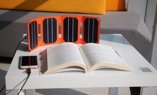 شارژر خورشیدی PocketPower، بدون نیاز به برق گوشی شما را شارژ میکند
