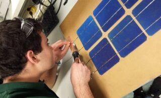 ساخت پنل خورشیدی در خانه با کمترین امکانات