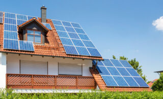 هزینه پنل خورشیدی خانگی کمتر از برق است؟